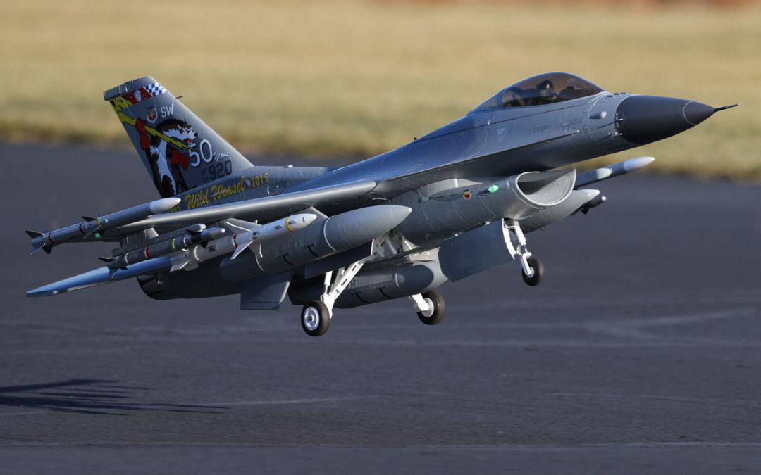Action spéciale avion Hangar 9 et E-Flite